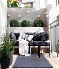 Creative And Simple Fall Balcony Décor Ideas For Small Apartment05