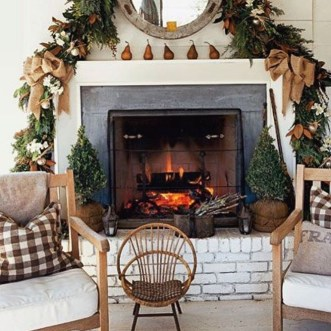 Best Ways To Decorate Your Circle Mirror With Garland04