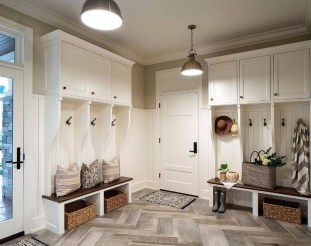 Beautiful Farmhouse Mudroom Remodel Ideas03