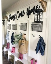 Beautiful Farmhouse Mudroom Remodel Ideas04