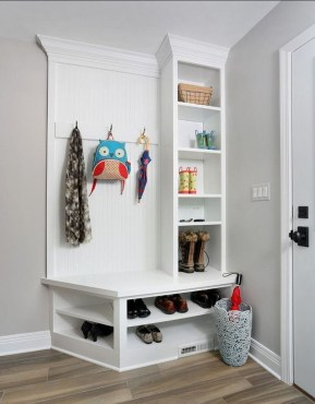 Beautiful Farmhouse Mudroom Remodel Ideas06