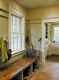 Beautiful Farmhouse Mudroom Remodel Ideas17