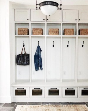 Beautiful Farmhouse Mudroom Remodel Ideas28