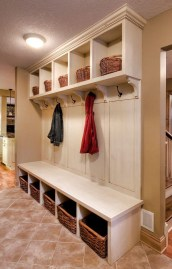 Beautiful Farmhouse Mudroom Remodel Ideas41