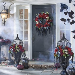 Stylish Wicked Halloween Porch Decorating Ideas On A Budget03