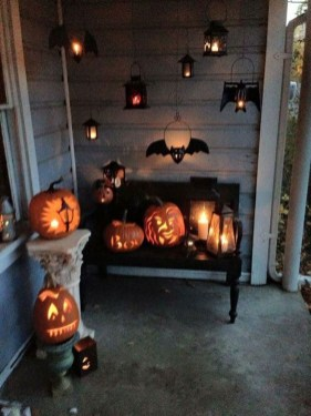 Stylish Wicked Halloween Porch Decorating Ideas On A Budget09