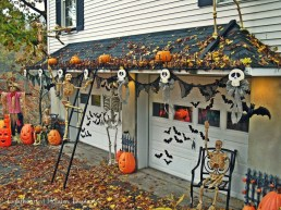 Stylish Wicked Halloween Porch Decorating Ideas On A Budget10