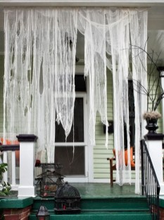 Stylish Wicked Halloween Porch Decorating Ideas On A Budget40