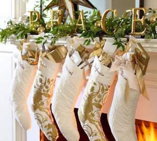 Incredible Christmas Mantel Decorating Ideas Budget04