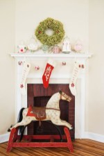 Incredible Christmas Mantel Decorating Ideas Budget13