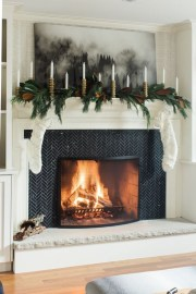 Incredible Christmas Mantel Decorating Ideas Budget19