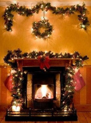 Incredible Christmas Mantel Decorating Ideas Budget21