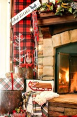 Incredible Christmas Mantel Decorating Ideas Budget26