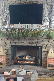 Incredible Christmas Mantel Decorating Ideas Budget35