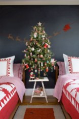 Perfect Christmas Bedroom Decorating Ideas11