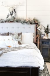 Perfect Christmas Bedroom Decorating Ideas15