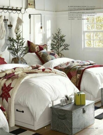 Perfect Christmas Bedroom Decorating Ideas20