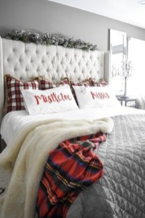 Perfect Christmas Bedroom Decorating Ideas33