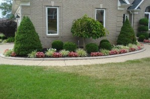 Pretty Christmas Front Yard Landscaping Ideas29