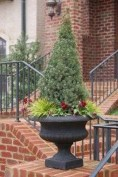 Pretty Christmas Front Yard Landscaping Ideas36