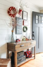 Stunning Farmhouse Christmas Entryway Design Ideas11
