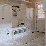 Awesome Mudroom Entryway Decorating Ideas10