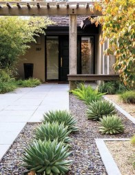 Comfy Low Maintenance Front Yard Landscaping Ideas18