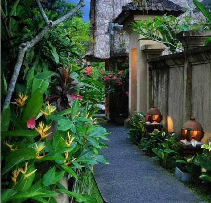 Wonderful Tropical Landscaping Ideas For Garden01