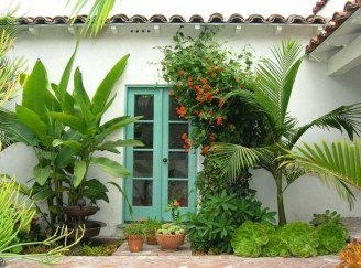 Wonderful Tropical Landscaping Ideas For Garden11