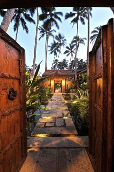Wonderful Tropical Landscaping Ideas For Garden40