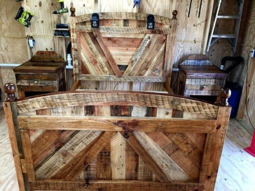 Unordinary Recycled Pallet Bed Frame Ideas To Make It Yourself32