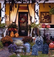 Awesome Scary Halloween Porch Ideas To Try Today13