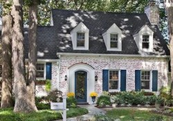 Cozy Farmhouse Exterior Design Ideas That Looks Cool07