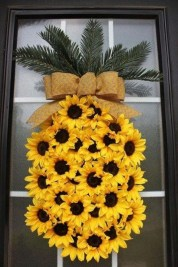 Pretty Wreath Decor Ideas To Hang On Your Door23