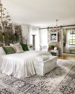 Spectacular Farmhouse Master Bedroom Decorating Ideas To Copy12
