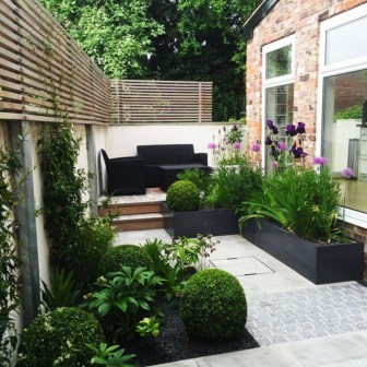 Chic Small Courtyard Garden Design Ideas For You30