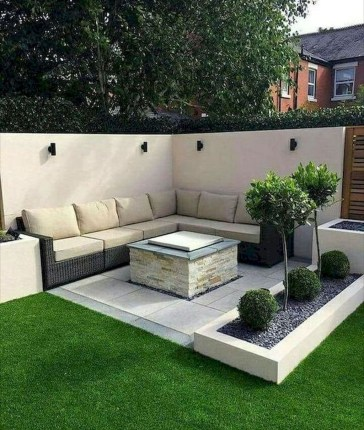 Chic Small Courtyard Garden Design Ideas For You35