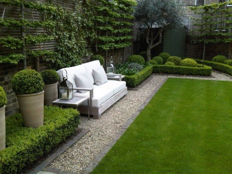 Chic Small Courtyard Garden Design Ideas For You43