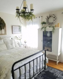 Cute Chandeliers Decoration Ideas For Your Bedroom04