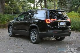2017-gmc-acadia-slt-1_rear_34_1474915348_700x467