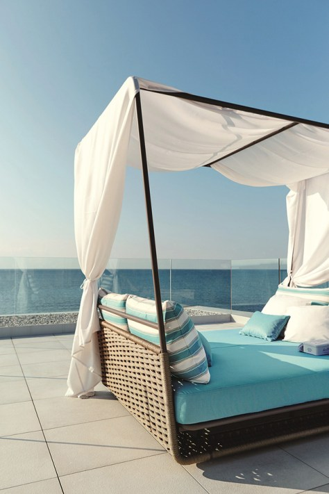 garden-bed-white-canopy-portofino-roberti-rattan.jpg