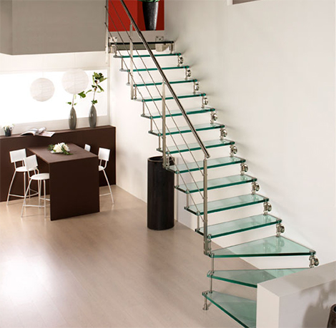 Cast staircase Swing in clear glass