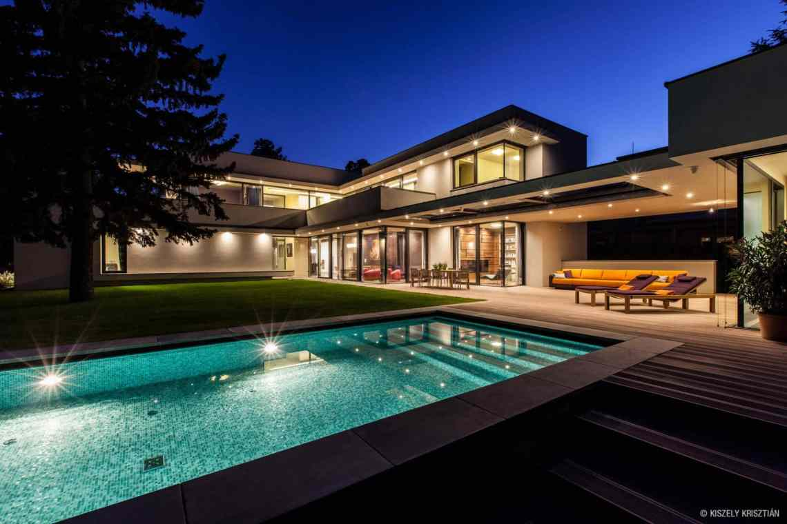 Modern Day Bauhaus Home is a Contemporary Masterpiece ...