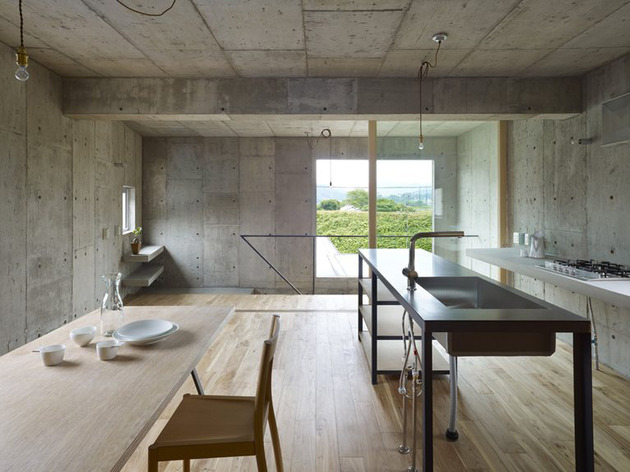 curved-concrete-house-with-interior-courtyard-6.jpg