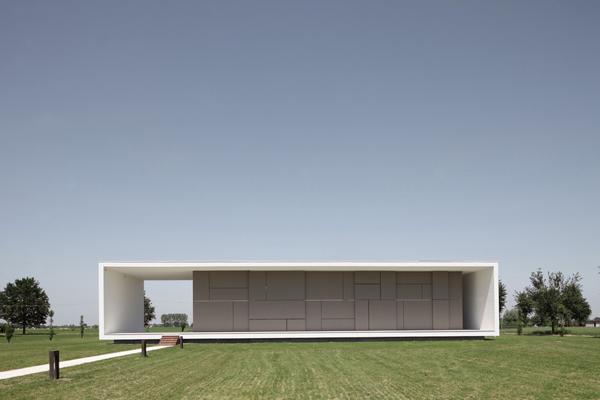 italian-home-architecture-minimalist-house-1.jpg