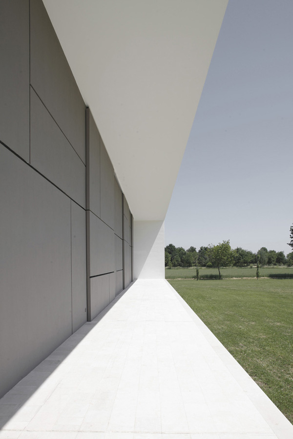 italian-home-architecture-minimalist-house-4.jpg