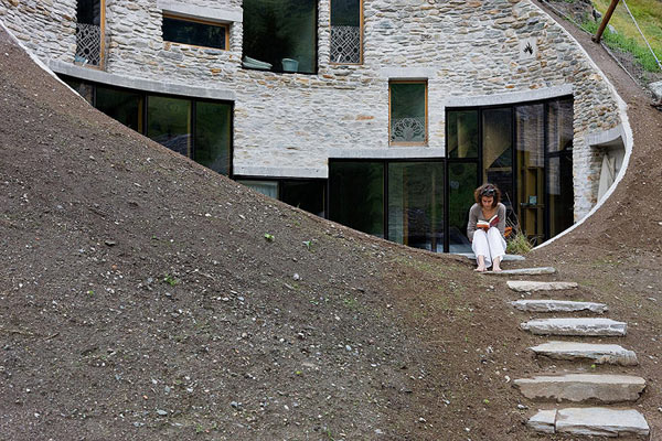 https://i1.wp.com/www.trendir.com/house-design/underground-home-designs-swiss-mountain-house-3.jpg