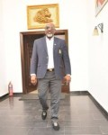 Lockdown: 'Nigerians Are Staving' - Dino Melaye Shares Video Of People Scrambling For Food From A Truck
