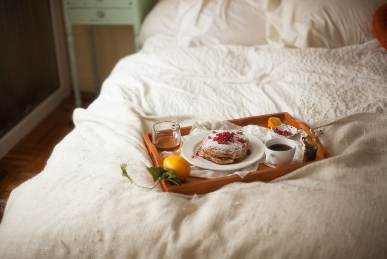 mothers-day-gift-ideas-mothers-day-breakfast-in-bed-set
