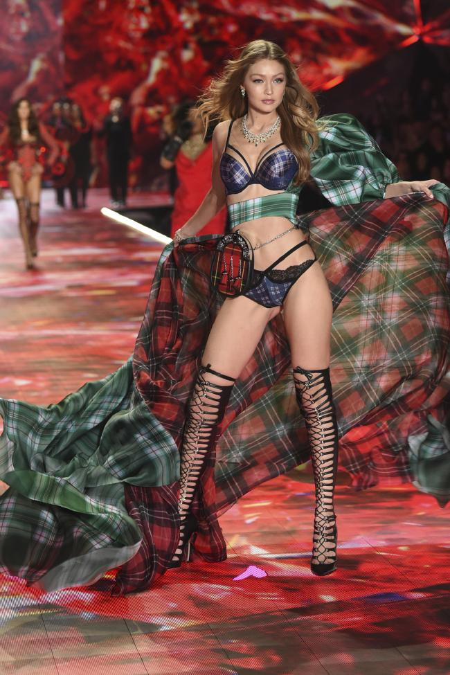 victoria's secret fashion show 2018 gigi hadid's look